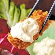 大粒の蒸し牡蠣を漬け込んだ、牡蠣のまろやかさとキムチの辛さが絶妙なコンビネーションの逸品。