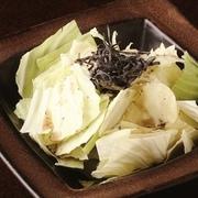 アンチョビの旨みをシャキシャキのキャベツに染み込ませ、アーリオオーリオ仕立てに。塩と唐辛子が効いた飽きのこない味わいが大人気!