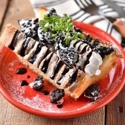 ふんわり軽く、ボリューミーなホイップクリームと彩り豊かなフルーツを贅沢に使用した女性に大人気のパンケーキ!甘い香りと共にハワイのハッピーな空気をお届けします。