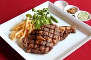 牛リブステーキとフライドポテト