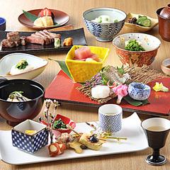 季節の食材をバランスよく取扱った会席料理。ボリョームが少なめなのでお酒のお共にどうぞ