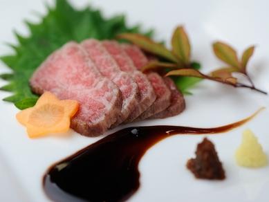 噛み応えの中にある、とろけるような脂の甘みが絶品『神戸ビーフコース』