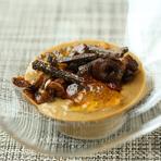 ポルチーニ茸の冷製クリームスープ 鴨フォアグラ、シャントレルのソテー コンソメジュレ添え