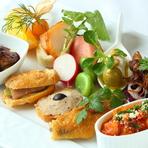 旬の野菜や魚介、肉が揃う『オードブルの盛り合わせ』 ※季節によって料理の内容は変わります