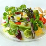 前菜の『色とりどりの根菜のテリーヌ 蜂蜜ヴィネガー風味』 ※季節によって料理の内容は変わります