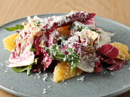 敬遠されがちな野菜もおいしい『トレビス、柑橘、フローズンゴルゴンゾーラのサラダ』