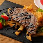ジンワリしみ出す肉汁が旨い!『ステックフリット(ステーキとフレンチフライポテト)』