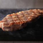 外はこんがり、中はしっとり焼き上げるステーキ
