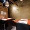 テーブル席と掘りごたつ席、立ち居振舞いやすい個室が二室