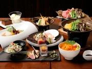各種宴会に人気の会席コース。前菜5種、お造り5種に、肉と魚、どちらも味わえる華やかなボリュームが魅力の会席コースです。