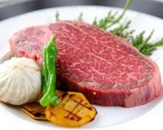 メイン料理に国産A=4等級以上の黒毛和牛「宮崎牛」のステーキをご用意した 贅沢コースでございます。