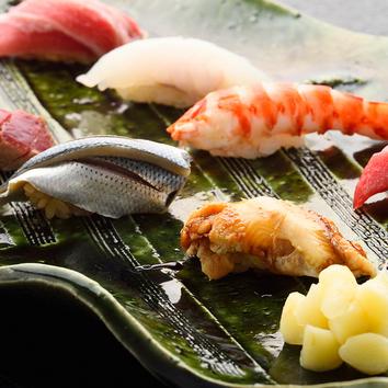 のどぐろと伊勢海老を入れた少量多種の寿司コース