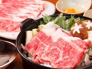 信州の豊かな自然で育った柔らかいアルプス牛を、濃厚な割り下で味わう逸品料理『すき焼き』