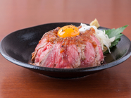 独自の調理方法で仕上げたお肉で味わう『ローストビーフ丼』並盛