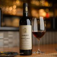 和の食材を用いたフレンチに合うワインをフランス産を中心に選りすぐり。ブルゴーニュ、ボルドーを中心に、アルザスやロワールなどの魅力の銘柄も揃います。味のお好みなど、お気軽にソムリエにご相談ください。