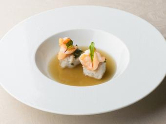 シェフのおすすめ料理をコース仕立てに。北陸の地物食材と洋の調理法の組合せをお愉しみください。