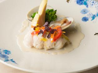 捕れたての北陸の旬魚介を選りすぐり。金沢ならではの食材も豊富