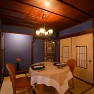 金沢・ひがし茶屋街にふさわしい、和の趣きを大切にした空間です。結婚記念日や誕生日などお祝いの席にふさわしいシャンパーニュもご用意。いつまでも心に残る、素敵な時間を過ごしていただけるお店です。