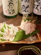 幻と云われるイバラ蟹漁獲量が少ない為そのほとんどが市場に流通の無い蟹です。タラバのように食べやすくしっかりとした甘みかあり香りも楽しめるよう生から焼き上げます。一度は食べる価値のある一品です