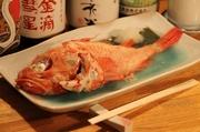 お出汁と塩で煮込んだ魚の旨味を引き出した煮付けです。