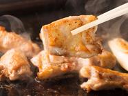 大山鶏ならではのバランスの良い脂の乗りや旨みが広がる『地鶏のバター焼き』