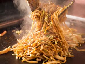 ソースを焦して麺に絡めることで、風味が格段にアップする『焼きそば』