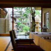 庭園を望む個室で、季節の移ろいを愛でながら優雅なひとときを