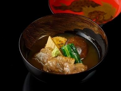 金沢の郷土料理『鴨治部』は、とろみの効いた優しい味わい