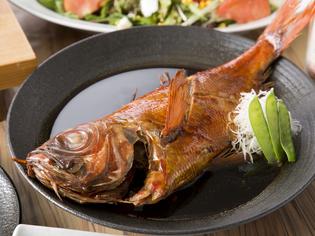 しっかりとした味付けで、日本酒も進む『特大 金目鯛の煮付け』