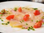 ソースとの相性が抜群の『鮮魚のカルパッチョ』