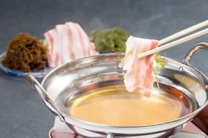 沖縄のあぐー豚と海藻を贅沢に。〆まで美味しい『島ゆい名物 沖縄しゃぶしゃぶ』(一人前)