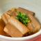 南国ムードの中、沖縄料理とお酒でのんびり過ごす島時間