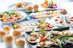 人数:7名~140名 料理:和洋大皿料理 料理:¥5,000(税込) ドリンク:¥2,000(税込) 120分飲み放題