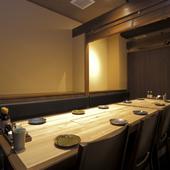 ゆっくり料理を楽しんでいただけるように、個室を多くご用意