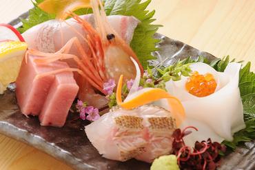 四季折々、旬の魚や季節の食材を使用。
