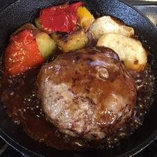 十勝牛100%。まさに肉を食べる『ハンバーグステーキセット』130g