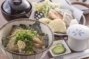 ごまさば丼、茶碗蒸し、天ぷら盛り、汁物、漬物、  *天候などによっては鯖の入荷がない場合がございます。