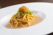クリーミーなウニとトマトの濃厚ソースが秀逸『ウニのトマトクリームソースパスタ 手打ち麺タリオリーニ』