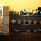 こだわりの器が彩る洗練された料理。酒器、抹茶茶碗にも注目