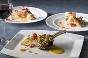 オードブル、お魚料理、お肉料理をそれぞれ3,4種類の中からチョイスするスタイルです。ホテル最上階からのパノラマ夜景とともに、自分好みのコースをお楽しみくださいませ。