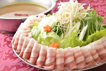 人気NO.1! 絶品おいも豚、野菜が盛りだくさんの『カレー鍋』