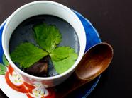 特に女性に人気『いかすみ茶わんむし』は、いかすみのコクのあるおいしさが存分に味わえる創作料理
