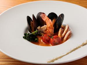 クリーミーかつ濃厚な味わいが特徴『当店一押し!!海鮮スープ Fisherman Soup』