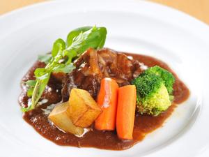 デミグラスソースでじっくりと煮込み、濃厚な味わい『国産牛のビーフシチュー』