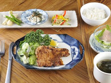 肉と野菜をバランスよく『定番セット 豚肩ロース味噌漬け焼き』