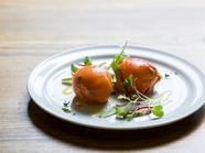 見た目も味も面白い、ちょっと変わったフランス料理『スモークサーモンのドーム仕立て』