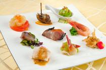 季節を感じる品々が一皿に美しく『季節の前菜盛り合わせ』