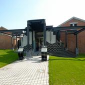 大正時代に建てられた、赤レンガの外壁をそのまま残した建物