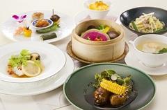 月替わりのランチコースでございます。 料理長 古藤 和豊が創り出す渾身のお料理をお楽しみください。