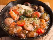 魚介、きのこなど具だくさん『ガーリック煮の盛り合わせ』